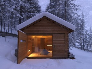 Jagdhaus-Tamers-EM2-Architeckten-Italy-Small-Mountain-Cabin-Exterior-2-Humble-Homes
